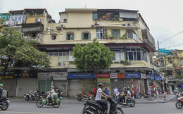 Clip, ảnh: Hàng loạt cửa hàng ở phố cổ Hà Nội lần thứ hai lao đao vì dịch Covid-19