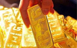 Giá vàng gần chạm mốc 59 triệu đồng: Lúc này mua hay bán?