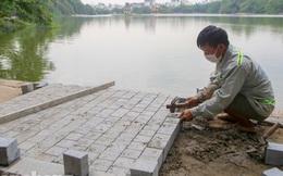 Vỉa hè hồ Hoàn Kiếm 'tăng tốc' lát đá, chỉnh trang vườn hoa
