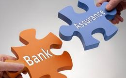 """Thu nhập dịch vụ của các ngân hàng năm 2020 yếu đi đáng kể, nhưng bancassurance sẽ giúp """"lật kèo"""" trong 2021?"""