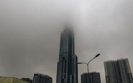 """Ảnh: Tòa nhà Landmark81 """"mất tích"""" trong sương mù, trời Sài Gòn se se lạnh vào sáng đầu tuần"""