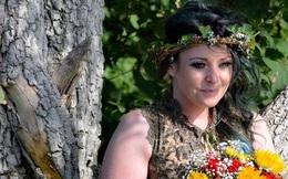 Người phụ nữ từng mặc kệ cảm nhận của gia đình để kết hôn với một cái cây giờ có cuộc sống như thế nào?