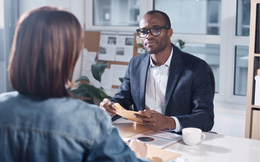 Lãnh đạo hiệu quả thường nghe gấp đôi nói: 4 kỹ năng quan trọng một người làm sếp cần học hỏi