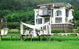 """Yêu du lịch, kinh tế tự chủ, 7 cô bạn thân """"rủ nhau"""" xây biệt thự ngoại ô rộng 700m2 để nghỉ dưỡng cuối tuần"""