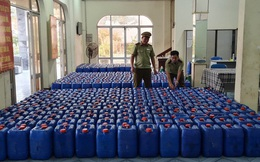 Bắt hàng nghìn lít rượu lậu dịp cận Tết