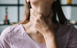 """Luôn cảm thấy có gì đó """"mắc nghẹn"""" trong cổ họng, bạn nên cẩn thận với 3 căn bệnh sau"""