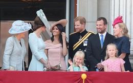 Vợ chồng Meghan Markle tỏ thái độ lấp lửng trước lời mời quay về hoàng gia Anh của Nữ hoàng, bận rộn gây dựng danh tiếng nơi đất khách