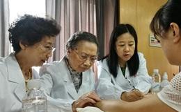 Bậc thầy Đông y 100 tuổi có mái tóc đen, hàm răng chắc khỏe: Nhờ kiên trì làm 1 động tác