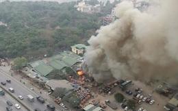 Hà Nội: Chợ xanh Linh Đàm cháy lớn, nhiều tiểu thương hoảng loạn bỏ chạy