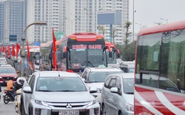 Chùm ảnh: Cửa ngõ Hà Nội ùn tắc kinh hoàng, các bến xe chật cứng người dân quay trở lại sau kỳ nghỉ Tết dương lịch