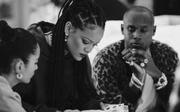 """Rihanna nói về danh hiệu nữ tỷ phú: """"Mỗi USD kiếm được tôi muốn trả lại"""""""