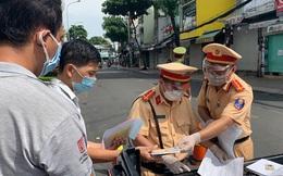 """TP HCM ngày đầu """"bình thường mới"""": CSGT đã xử phạt người ra đường không có lý do chính đáng chưa?"""