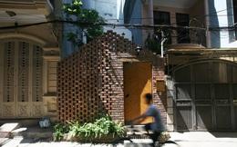 Chàng trai trẻ về Hà Nội xây nơi ẩn náu yên bình chỉ 40m2, mặt tiền mộc mạc lọt thỏm giữa khu phố mà không ngờ bên trong chất đến vậy!