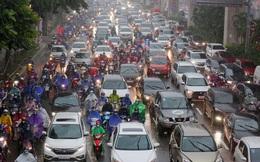 Hà Nội mưa rét sáng đầu tuần, người dân chôn chân giữa đường do giao thông ùn tắc
