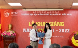 Lễ Khai giảng đặc biệt của sinh viên Trường Đại học Công nghệ và Quản lý Hữu Nghị (Hà Nội)