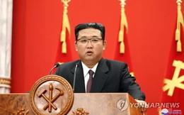 Vừa gây chú ý vì mang vớ đi xăng-đan, ông Kim Jong-un chỉ trích Mỹ