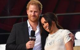 """Vợ chồng Meghan """"trả đũa"""" Hoàng gia Anh bằng thông báo mới với lời lẽ sâu cay"""
