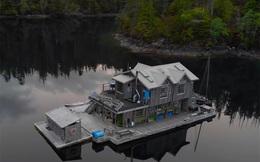 Ông lão mua một căn nhà rộng 70m2 trên mặt nước, sống nhàn nhã một mình hơn 30 năm: 'Không bị vật chất bó buộc , thế giới tinh thần trở nên phong phú hơn!'