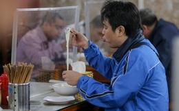 CLIP: Nườm nượp người dân đến ăn sáng tại quán ở Hà Nội