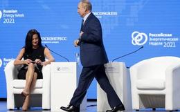(Video) Tổng thống Putin khen nữ phóng viên Mỹ xinh đẹp nhưng 'không hiểu chuyện'