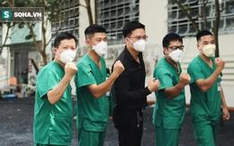 """Bác sĩ BV Bạch Mai xúc động trong ngày làm việc cuối cùng ở TP. HCM: """"Nhiều đồng đội của tôi từng ngất trong phòng bệnh''"""