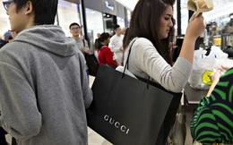 Bất lực vì không bao giờ đủ khả năng mua nhà, người trẻ Hàn Quốc vung tiền mua đồ xa xỉ