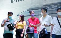 """Túi tiền của iFan """"miễn dịch"""" với Covid: 200 tỷ đồng chi cho 5.000 chiếc iPhone 13 trong ngày đầu mở bán tại FPT Shop"""