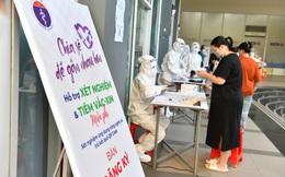 Ứng dụng công nghệ trong tiêm chủng tại Nhà Bè- Bác sỹ nhẹ tênh, người dân có QR Code