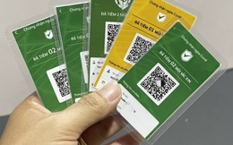 Người dân có cần lo lắng khi 'khoe' thẻ xanh lên mạng?