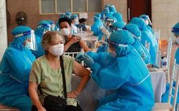 Vaccine là 'vũ khí' chống COVID-19 hiệu quả: Nhóm chuyên gia đề xuất giải pháp đẩy nhanh tiêm chủng