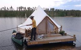 """Cặp vợ chồng 8X dựng một chiếc lều 20 mét vuông trên mặt nước, cùng nhau sống cuộc sống """"trôi nổi"""" tự do tự tại"""