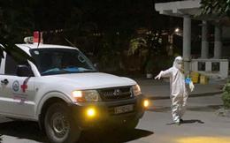 Thầy thuốc trắng đêm tiếp nhận bệnh nhân dương tính SARS-CoV-2