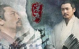 Giữ chức vụ ngang hàng với Gia Cát Lượng trong triều đình Thục Hán nhưng nhân vật này luôn bị Lưu Bị coi thường, xem nhẹ