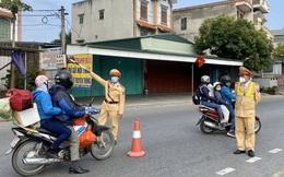 Mới mùng 4 Tết, người từ Hải Dương ùn ùn đổ về Hà Nội đông nghịt gây tắc nghẽn trên Quốc lộ 5