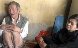 Cặp vợ chồng hơn 40 năm sống trên nóc nhà vệ sinh ở phố cổ kể về những cái Tết không bánh kẹo, họ hàng không ai đến chúc Tết