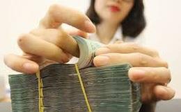 """Tại sao Việt Nam không thể """"phóng tay"""" nới lỏng tiền tệ?"""