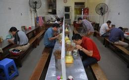 Hà Nội: Quán ăn phục vụ trong nhà được hoạt động nhưng phải giãn cách 2m, khuyến khích bán mang về