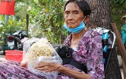 """Chuyện đằng sau tấm bảng """"xin quý khách vui lòng nói giúp"""" của cụ bà bệnh tật 30 năm bán chè nuôi con ở Sài Gòn"""