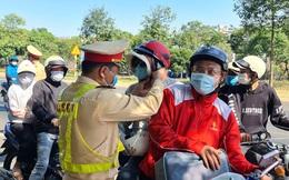 Hàng nghìn người dân bị CSGT 'chặn xe' để nhận lì xì