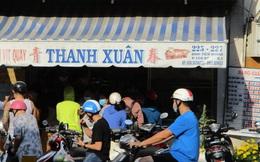 Heo quay 450.000 đồng/kg, khách vẫn tranh nhau mua cúng Thần Tài