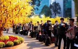 FPT Shop đã tiễn hơn 2.000 sinh viên có hoàn cảnh khó khăn về quê đón Tết