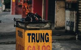 Ảnh: Người Sài Gòn tấp nập mua cá lóc cúng ông Công ông Táo, chủ tiệm nướng mỏi tay không kịp bán