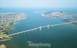 Nhìn từ trên cao cây cầu 950 tỷ đồng nối Nghệ An và Hà Tĩnh