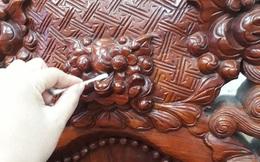 """Cơn ác mộng mang tên vệ sinh đồ gỗ dịp Tết: Dùng hết 4 gói tăm bông mới """"xử lý"""" xong 1 chiếc ghế"""