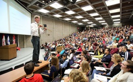 Khi một giáo sư đã chết vẫn đứng lớp giảng dạy: Có lao động trí thức nào rẻ mạt hơn những linh hồn?