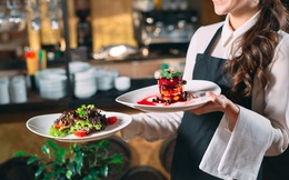 Vì sao nhân viên phục vụ bàn lại được trả cao hơn người phụ bếp tại các nhà hàng lớn?