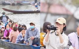 """Ảnh: Đi lễ chùa Hương đầu năm, nhiều người dân """"quên"""" đeo khẩu trang dù BTC liên tục dùng loa nhắc nhở"""