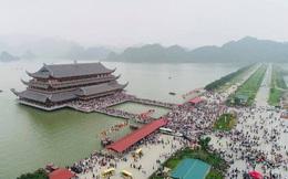 Hàng vạn du khách đổ về chùa Tam Chúc lớn nhất thế giới