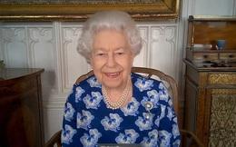 """Xuất hiện cùng một ngày, Nữ hoàng Anh thần sắc rạng rỡ sau biến cố trong khi Harry vẫn """"nợ"""" bà nội một lời xin lỗi"""