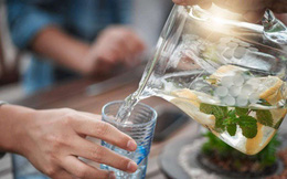 4 thời điểm uống nước nguy hiểm mà người Việt cần bỏ ngay kẻo làm hại tim, hại ruột và tăng huyết áp